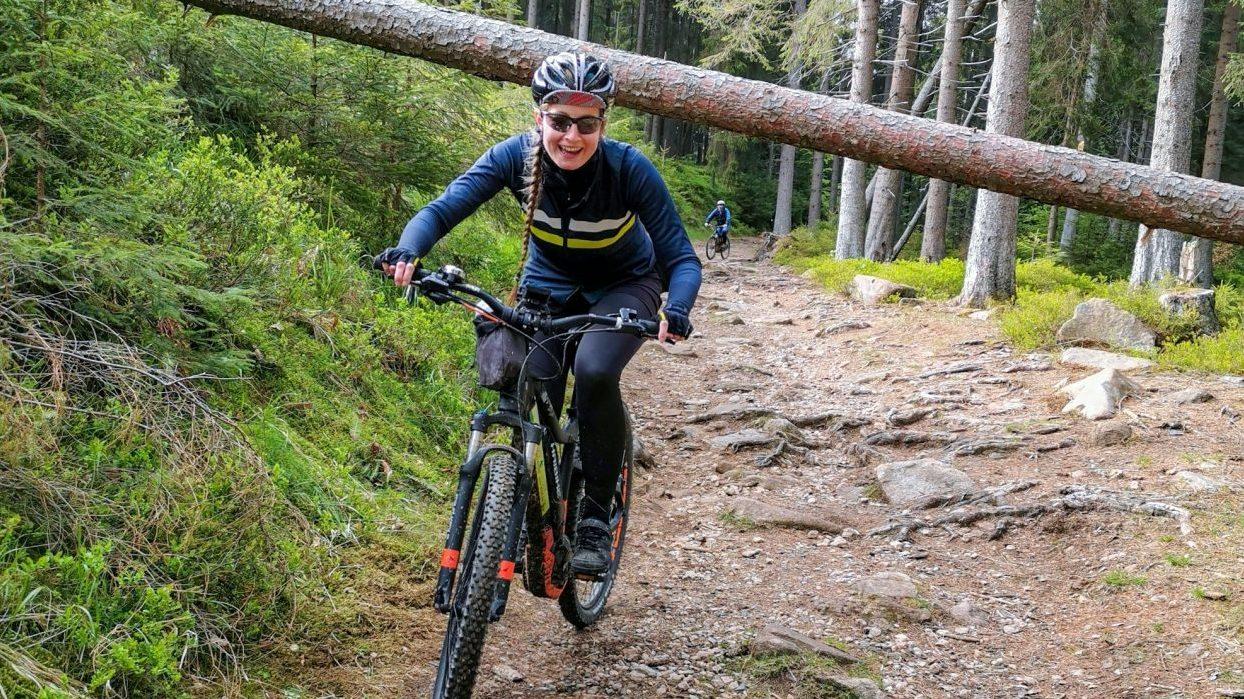 E-MTB-Mountainbike-Harz-Wernigerode-ebike-your-life_Radelmaedchen_Jan-Bubenik-5-e1559325535473