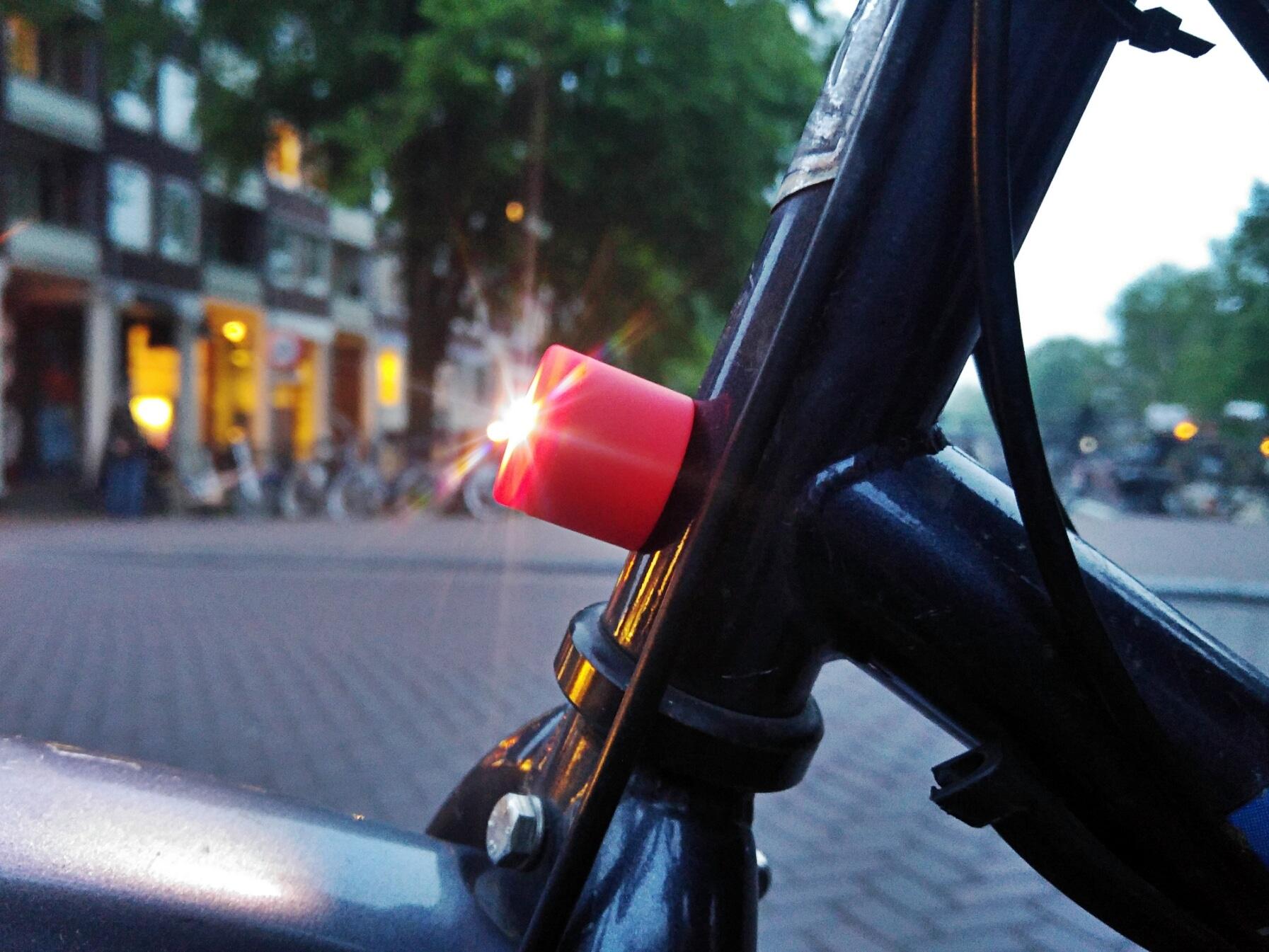 magnetic bike light in action