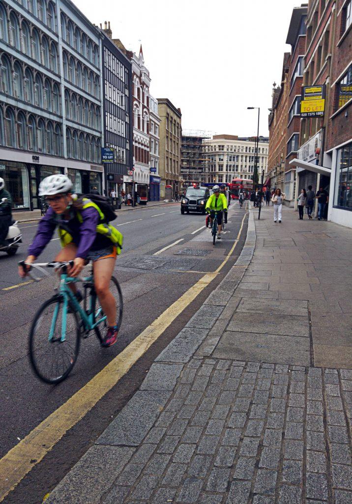Old Street - zum Feierabend gefüllt mit Radfahrern