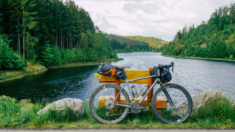 8bar MITTE STEEL bikepacking set up am See