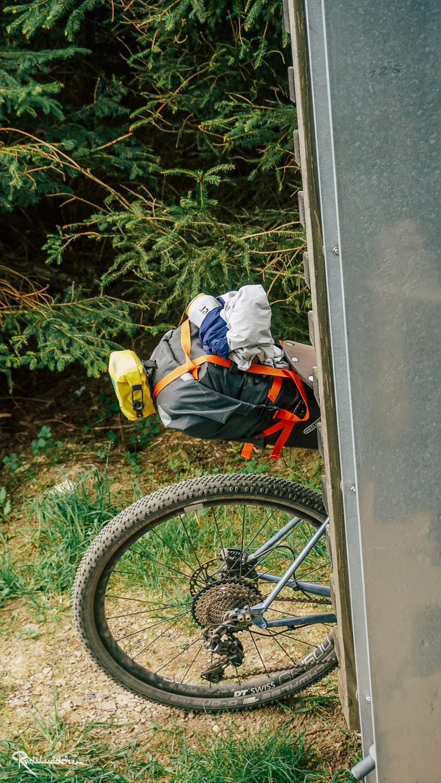 Gravelbike Hinterrad mit Satteltasche und wenig Luftdruck