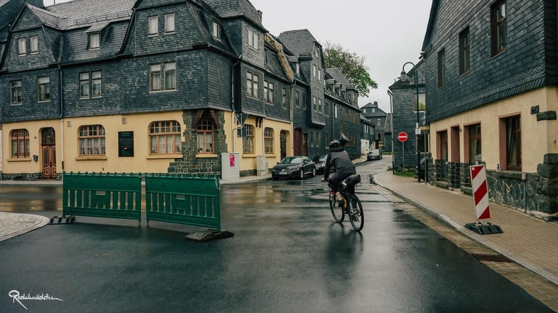 Ort im Regen