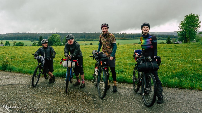 Gruppenbild mit Radfahrenden