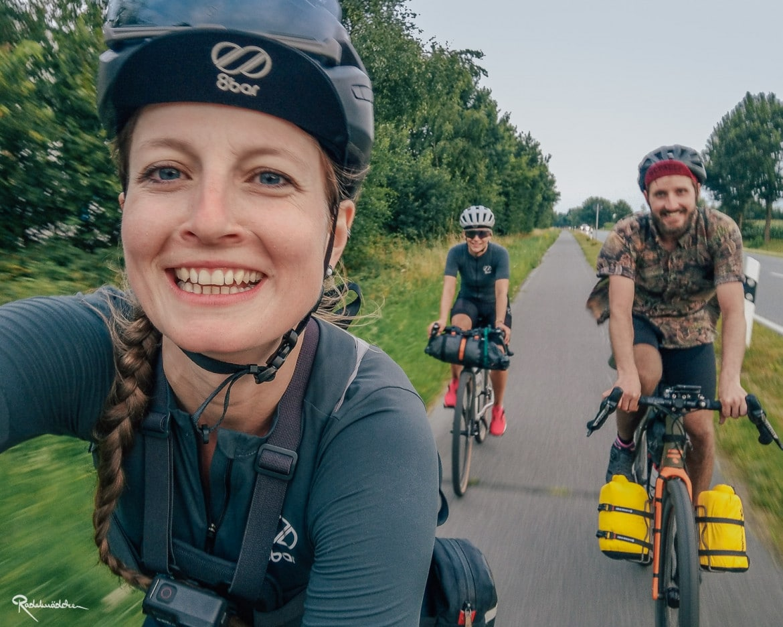 gruppenfoto mit Radfahrenden