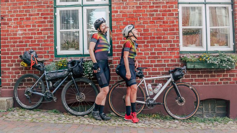 8bar bikes und 8bar gravel team lachend