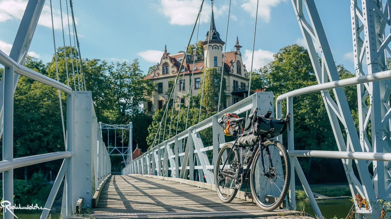 Mulderadweg Grimma Hängebrücke mit Rad