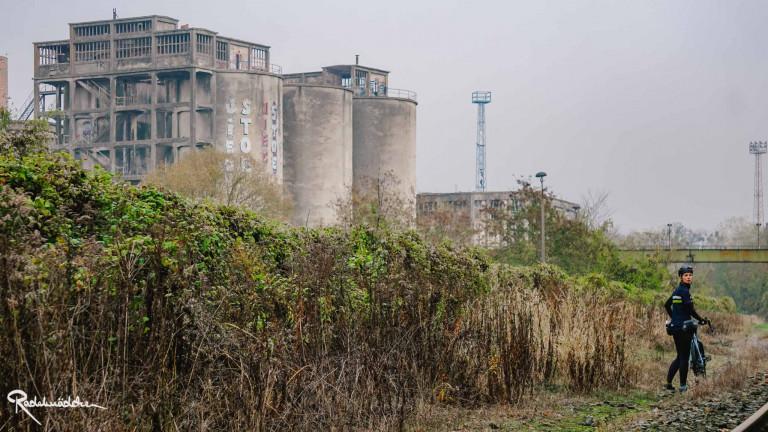 chemiefabrik und Gleise