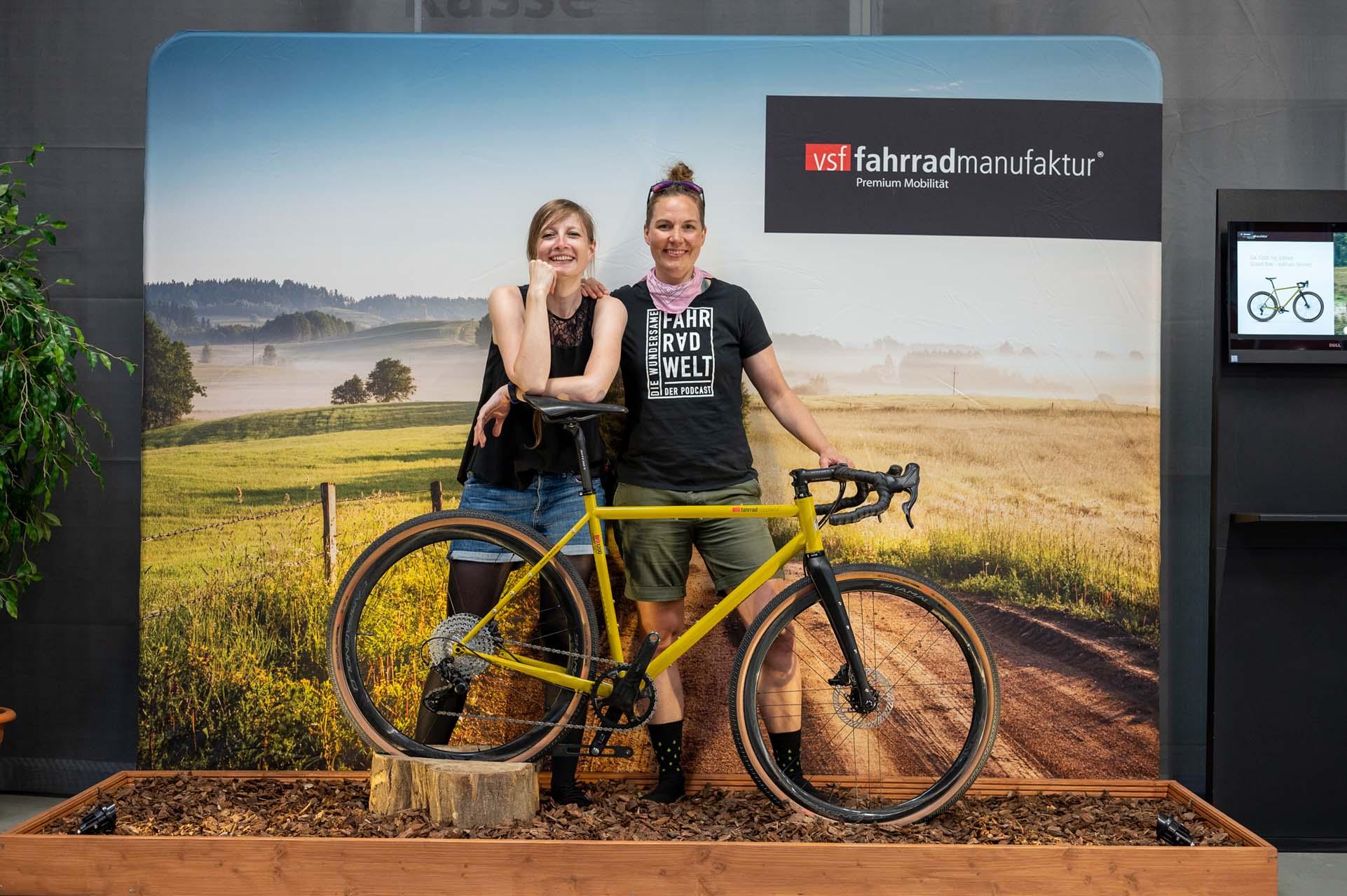Johanna und Jule mit vsf Gravekbike