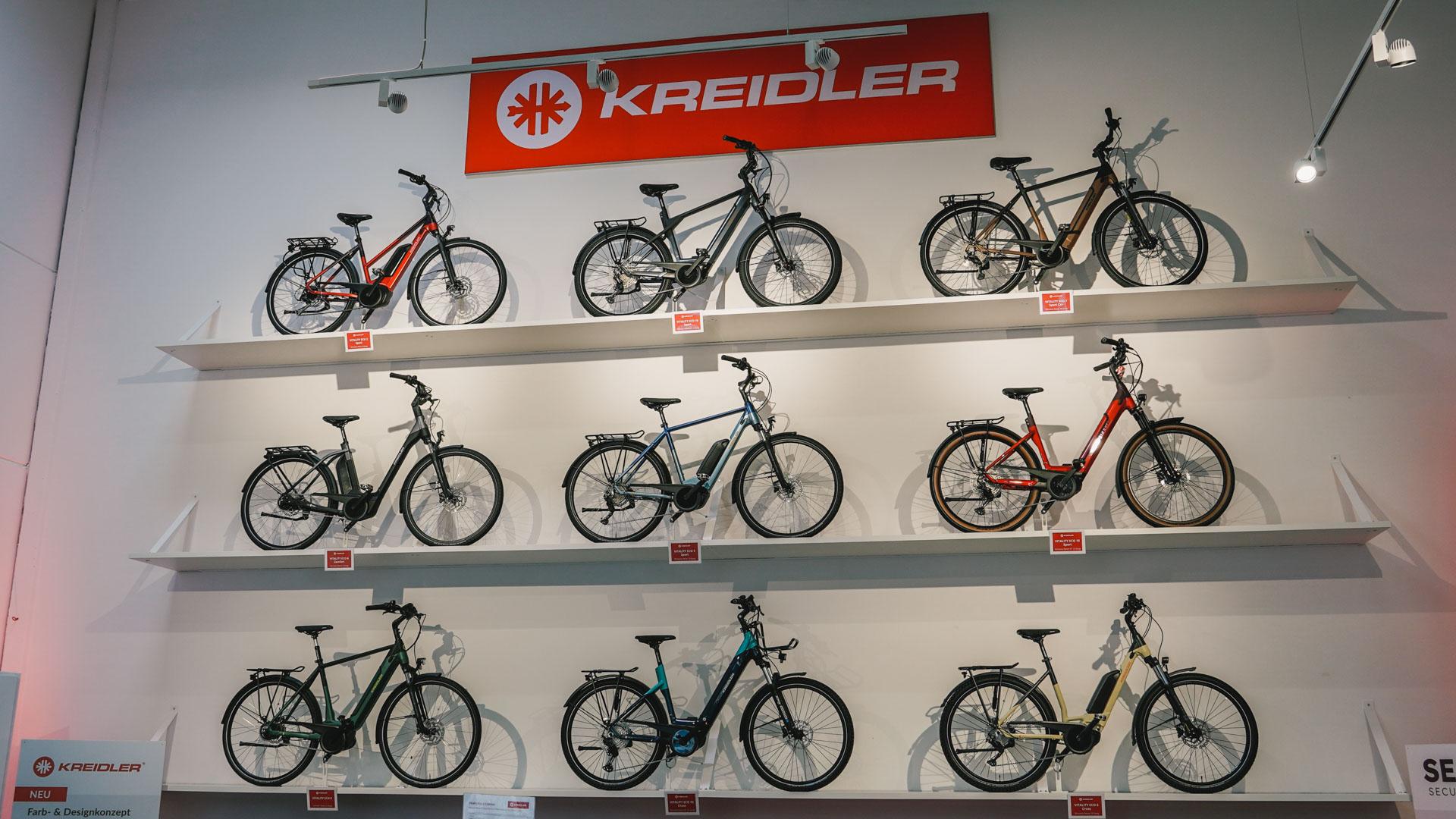 Fahrräder an der Wand